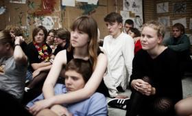'Der har været en tendens til, at vi på uddannelsesstederne, blandt fagfolk og i den offentlige debat har betragtet unge som særligt skrøbelige. En tænkning som de unge har overtaget, og som på mange måder er sygeliggørende, fordi man hele tiden fokuserer på depression, stress og angst,' siger Bjarke Malmstrøm Jensen, børne- og ungechef i Psykiatri-fonden.