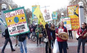 1. december mødtes demonstranter - blandt andet i San Francisco, som her på billedet - for at sætte fokus på det forestående klimatopmøde i Lima.