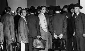 Det vakte kolossal opsigt og var regulære tilløbsstykker, da bagmændene for sortbørshandelen i 1950 kom for retten efter Social-Demokratens afslørende artikler om den mystiske 'Edderkop', som hidtil var sluppet for straf, selv om han var kendt af politiet.