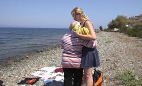 Renna Agger er sammen med seks andre unge taget en uge til Lesbos for sammen med et lokalt flygtningenetværk at stå for modtagelsen af de bådflygtninge, der ankommer cirka 3000 af til øen om dagen.