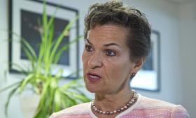 Chefen for FN's Klimasekretariat i Bonn, Christiana Figueres, modtog i går en fælles deklaration fra 154 religiøse og spirituelle ledere fra hele verden, hvori de opfordrer politikerne til at blive enige om en klimaaftale, der udfaser drivhusgasudledningerne og stiller om til 100 pct. vedvarende energi midt i dette århundrede.