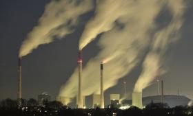 Forskernes største mareridt er, at vi på grund af CO2-udledningen passerer et tipping point, hvor havene begynder at afgive CO2, fordi de er blevet varmere, hvor permafrosten tør og afgiver drivhusgasser, hvor isen smelter så hurtigt, at den bliver mørkere og dermed forstærker opvarmningen