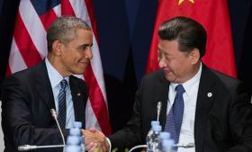 Som verdens største udledere af drivhusgasser indtager Kina og USA nøglerollerne i de internationale klimaforhandlinger. I årevis har de spændt ben for ethvert forsøg på at opnå en global aftale. Men op til dette års topmøde i Paris er supermagterne gået sammen om at gøre noget ved klodens problemer. Information bringer her et overblik over de to landes løfter, og hvordan de skal indfries