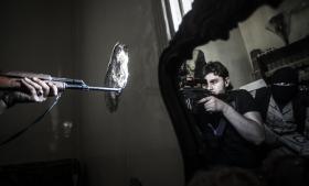 Den eneste farbare vej til at få stoppet krigen i Syrien er de FN-ledede fredsforhandlinger i Wien, som måske kan komme op i gear, efter Iran er kommet med, og Rusland er begyndt at bombe bl.a. IS side om side med Vesten, vurderer militærforsker Peter Viggo Jakobsen.