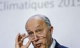 Den franske udenrigsminister, Laurent Fabius, får stor ros fra alle sider for sin ledelse af klimatopmødet i Paris.