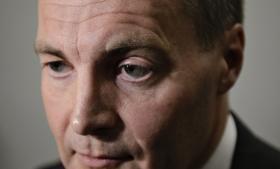 Dansk Folkeparti stemte ikke for den nye offentlighedslov, men retsordfører Peter Skaarup vil alligevel bede regeringen stramme op, så ministerierne ikke overskrider svartiderne for aktindsigter.
