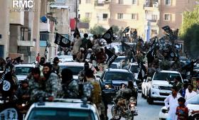 Da Sophie Kasiki  kom til Islamisk Stats hovedby Raqqa i Syrien, oplevede hun et socialt hierarki i byen, der anbragte 'de arrogante udenlandske krigere i toppen og de lokale syriske borgere i bunden.