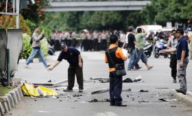 Islamisk Stat har taget ansvaret for de seks eksplosioner i Jakarta i Indonesien i torsdags og siger, at angrebet var rettet mod indonesiske sikkerhedsstyrker og udenlandske borgere.