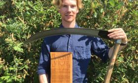 På en rejse til Zimbabwe fik den dengang kun 11-årige Philip Hahn-Petersen øjnene op for den vilde naturs uudtømmelige rigdom. Siden da har han kæmpet for at give den vilde natur mere plads i Danmark.