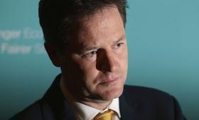Nick Clegg bekræfter nu, at ordren til The Guardian om at rydde computere for afslørende filer kom fra højeste politiske sted
