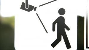 Sikkerhedsbranchen har lanceret en kampagne for, at det nu ikke længere skal hedde overvågningskamera, men sikkerhedskamera. Men at vælge sikkerhedskamera tenderer til falsk markedsføring