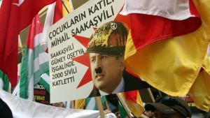Georgiens præsident Mikheil Saakashvili er en helt i Vesten, mens Rusland ses som den store agressator i den georgiske konflikt. Men sandheden er noget mere nuanceret, og Saakashvili en noget mere blakket politisk karakter, ifølge dagens kronikør.