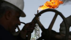 Skru op. Den irakiske regering og de store olieselskaber er mere end villige til at få åbnet for de irakiske oliehaner. Men der er lang vej endnu. Olien er imidlertid ikke de neokonservatives eneste succeskriterium, når invasionen af Irak skal vurderes.