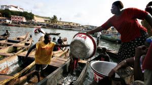 Hvis Verdensbanken i dag godkender et lån til udvinding af olie i Ghana, risikerer eventyret at udvikle sig til et mareridt med mindre demokrati og mere korruption, lyder advarslerne