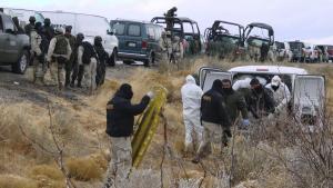 For nylig blev 21 dræbt i en skudduel mellem soldater og narkokateller tæt på den amerikanske græsne til Mexico. Faktisk kontrollerer narkobander hele otte procent af Mexicos globale BNP.