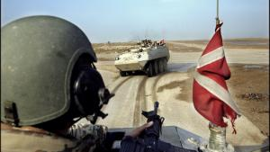 Ambitioner. Danske soldater på patrulje i Afghanistan. For tiden er antallet af udsendte soldater på i alt 1.300, og det er med de nuværende ressource- og personaleproblemer det maksimale antal. Ambitionen er i følge Forsvarskommissionen at få tallet op på 2.000 soldater.