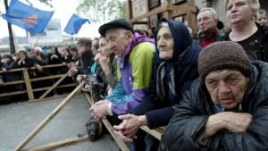 I snart en måned har op mod 50.000 demonstranter blokeret centrum af Georgiens hovedstad, Tbilisi, og reelt lukket landets parlament. De kræver præsident Saakashvilis afgang, og et flertal af georgierne støtter kravet om et nyt præsidentvalg. For to år siden slog regeringen hårdt ned mod en lignende demonstration med stærk international kritik til følge. Denne gang har Saakashvili lært lektien og ladet demonstranterne være i fred.