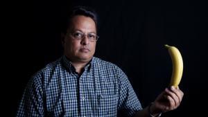 Den honduranske fagforeningsleder German Zepeda kritiserer de multinationale bananproducenters etiske adfærdskodeks, mærkninger og forskellige certificeringer, som ofte er røgslør, der skjuler en fagforeningsfjendsk adfærd ude på de enkelte plantager.