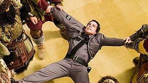 Udtrykket 'historiens vingesus' får nye, bogstavelige betydninger i den forrygende efterfølger til den tre år gamle komedie Nat på museet