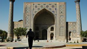 Samarkand. Ulughbek Madressaen den ældste af de tre koranskoler i Registan-komplekset i Samarkand. Den er bygget af atronomen og videnskabsmanden Mirzo Ulughbek i 1420 og et af de ældst bevarede bygningsværker i Centralasien.