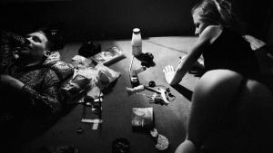 """""""Hos escortpigen Nadia spiste vi pizza. Kunderne ringede ofte til hende efter at have læst hendes annoncer i Ekstra Bladet. I pauserne mellem kunderne slappede I af og tog heroin og kokain. Dope og coke, som det hedder i jeres verden."""" Foto: Martin Lehmann"""
