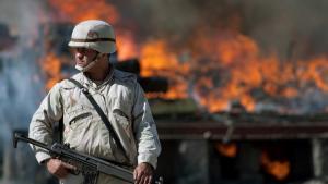 I de områder af Mexico, som ligger tættest op ad den amerikanske grænse, nåede dødstallet for narkorelateret vold i 2009 over 7.000. Her brændes tre ton marihuana og to ton kokain af i Ciudad Juarez.