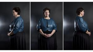 Resultat. Mona Larsen vejede for fem år siden 219 kilo. Den voldsomme overvægt betød, at hendes krop ikke kunne bære hende, og selv det at tage et bad var en uoverskuelig udfordring. Først fik hun en såkaldt 'banding', men da det ikke hjalp til vægttab, fik hun en Gastric Bypass-operation. Hun vejer nu 130 kilo.