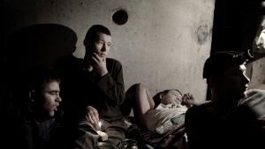 I den sydlige del af Odessa, nær Marskal Zhukov-gaden, lever syv børn i kælderen under en boligblok. Foto: David Gillanders