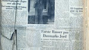 Den første udgave af Dagbladet Information, lørdag den 5. maj 1945. Information var udkommet illegalt under krigen, men var nu en rigtig avis. Arkivets indbundne eksemplar, som i øvrigt kun er på 2 sider, er godt mærket af tidens tand. Avisen udkom med 2-3 dages mellemrum de første uger, men fra 26. maj 1945 udkom den hver dag som 'rigtigt' dagblad, hvad den i øvrigt har gjort siden. Foto: Jens Christoffersen