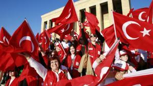 En nationalistisk fejring i Ankara foran landsfaderen Kemal Atatürks bombastiske mausoleum i anledning af 70 ?ret for hans d?d.