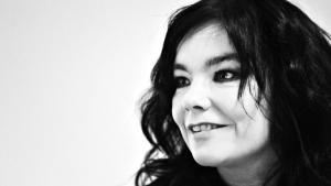 Den canadiske energikoncern Magma fik lovning på at købe aktiemajoriteten i islandske HS Orka, men efter at den island-ske sangerinde Björk gik ind i sagen, er købet foreløbigt sat i bero.