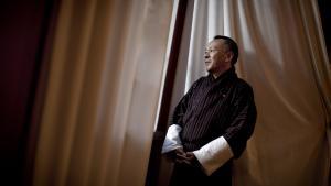 Premierminister Jigmi Y. Thinley er den første demokratisk valgte leder i Bhutan.   I Bhutan bruger man ikke bruttonationalprodukt, når man skal måle udviklingen i landet, men 'Gross National Happiness' (GNH) - bruttonationallykke. Ideen om lykke som målestok har været en del af Bhutans udvikling siden begyndelsen af 1970'erne, og det forklarer premierministeren således: 'Det kom til handle om vækst for vækstens skyld, men udviklingen af et land må have et andet mål end vækst.'