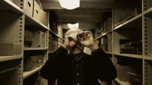 Dan Nissen er tidligere typograf, har læst filmvidenskab og   litteratur på universitetet, anmeldt film for Information, været redaktør for filmtidsskriftet Kosmorama og bidraget til adskillige bøger om film. Og så har han været tilknyttet det, der engang hed Det Danske Filmmuseum, i 22 år.