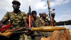Oprørstropper gør har sat en offensiv ind mod Abidjan i Elfenbenskysten for at anbringe den retmæssige vinder af valget i præsidentsædet. Men kampene kræver ofre undervejs.