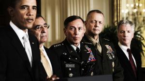 Præsident Obama vægter sit lands efterretningstjenesterne højt, og det var da også med deres fortjeneste, at missionen mod Osama bin Laden kunne lykkes. Senest har Obama udnævnt general David Petraeus (i midten) til ny chef for det centrale efterretningsagentur. Ny forsvarsminister og dermed øverste chef for Pentagon bliver til gengæld CIA's nuværende chef, Leon Panetta (til højre for Obama).
