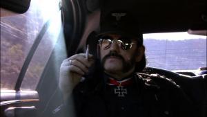 Motörheads frontmand Lemmy er især godt selskab, fordi han både fremstår som en sand original og som et yderst jordnært individ.
