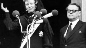 Vane. I 1972 gennemførte man det gamle ritual med at hylde overhovedet i kongehuset som regent, da Margrethe II blev dronning. Statsminister Jens Otto Krag bemærkede dog i sin dagbog, at 'en rigtigere formulering ville have været at bede dronningen bekræfte den afdøde konges parlamentarisk korrekte udnævnelse af regeringen'.