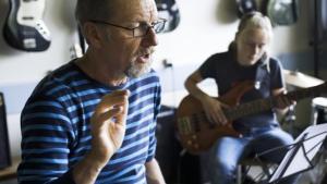 Ensomhed plager musikskolelærerne i Vejen, fortalte DR mandag. Information står klar med gode råd og udelt ros til de hårdt prøvede undervisere