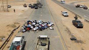 De libyske oprørsstyrker er meget opsatte på at få fat i Muammar Gaddafi, der formodes stadig at befinde sig i Libyen. Og det gør de klogt i, for historien viser, at diktatorer i eksil fortsat kan have både ressourcer og indflydelse til at gøre livet besværligt for et nyt styre.