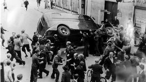 Den indre front. I Bo Lidegaards optik havde personer som P. Munch, Hartvig Frisch og Thorkild Stauning i særlig grad sans at opbygge en indre front, der kunne modstå en ydre trussel og eventuel en besættelse. Her er det folkestrejken i august 1943, der fø™rte til samarbejdspolitikkens sammenbrud.