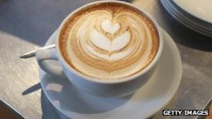 Ny forskning peger på at kvinder, som drikker to eller flere kopper kaffe om dagen, har ringere chancer for depressioner