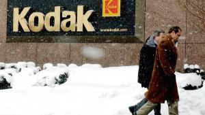 Kodak, firmaet som bragte fotografiet ud til masserne, kan være på vej til at lukke for altid. I 1976 stod de for 90% af film- og 85% af kameramarkedet i USA. I dag sælges Kodak-aktien for omkring en dollar