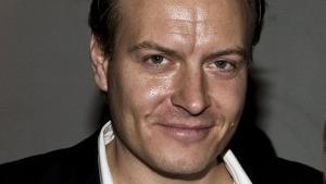 TV2-journalisten Rasmus Tantholdt afslører Søren Gades spindoktor som kilde