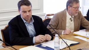Udviklingsminister Christian Friis Bach var til åbent samråd i Folketingets Udenrigsudvalg den 7. februar om sagen om regnskabsfusk hos Institut for Menneskerettigheder. Nu kritiseres han for at tilbageholde centrale  fakta i sagen.