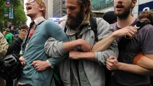 Otte måneder efter Occupy Wall Streets grundlæggelse har aktivister vidt forskellige bud på, hvad bevægelsens rolle skal være fremover. Den er dog langt fra død, lyder det