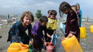 70 donorlande – heriblandt Danmark – besluttede i går at give Afghanistan 97 mia. kr. i støtte over de næste fire år. Men landet er så ilde stedt, at der er brug for en mere langsigtet hjælp for at hjælpe befolkning med at dækket basale behov som adgang til rent vand.