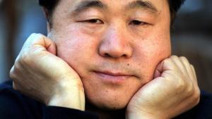 Mo Yans Nobelpris i litteratur har medført blandede reaktioner i forfatterens hjemland.