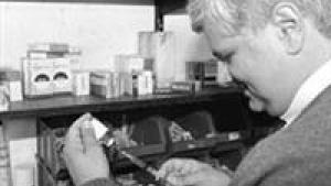 Lasse Jensen fremhævede i gårsdagens avis Niels Chr Jung og Olav Skaanings epokegørende dokumentarer om doping i cykelsporten som et opgør med en presse der svigtede og svigter sit ansvar for at undersøge sportens mørke sider. Programmerne kan ses her.