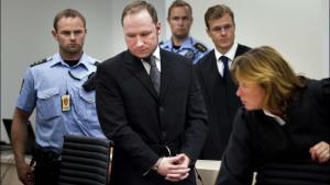 Den norske massemorder Anders Breivik har ifølge den norske avis VG formuleret en 27 sider lang klage til Kriminalforsorgen over de umenneskelige forhold i Ila-fængslet