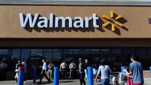 Chefen for Freedom Group har udtalt, at selskabet ville lide alvorlige tab, hvis supermarkedskæden Walmart en dag skulle beslutte at rydde sine hylder for håndvåben